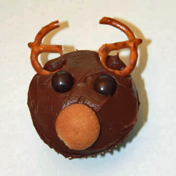 reindeer cupcakes kids can decorate - final step