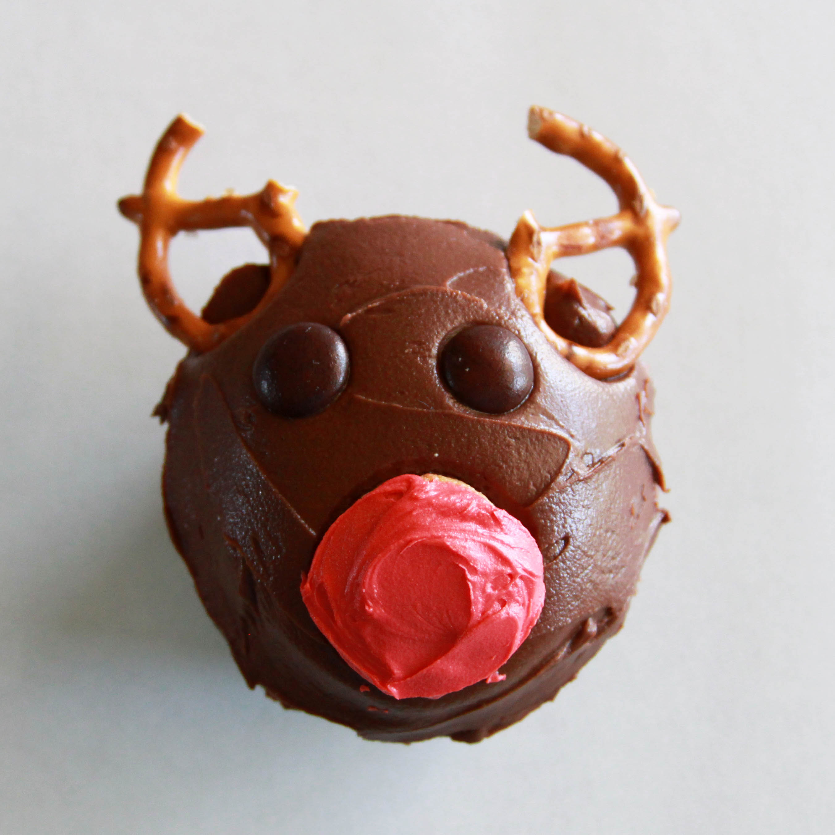 reindeer cupcakes kids can decorate - rudolph cupcake